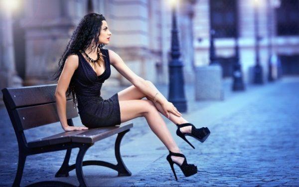 туфли на шпильке у девушки