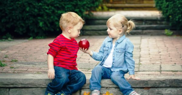 Ведь культуре общения тоже надо учить с раннего детства