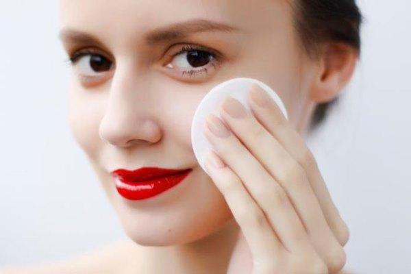 Как снимать макияж правильно