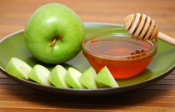 Мед и яблочный сок для здоровья и красоты кожи