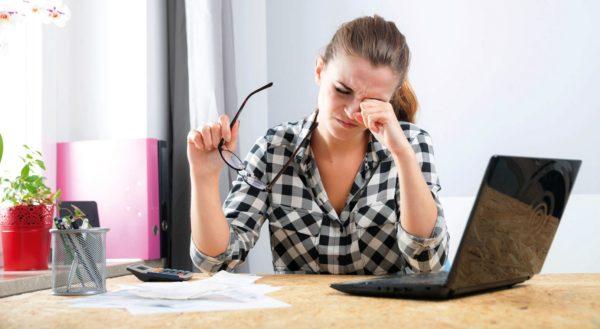 Во время интенсивной работы, требующей напряжения зрения, очень полезно делать 2-3 минутные перерывы, чтобы расслабить глаза