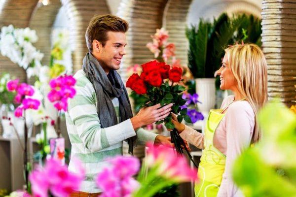 Задача выбрать цветы и составить букет, возникает довольно часто и хочется, чтобы именно наша цветочная композиция была самой красивой