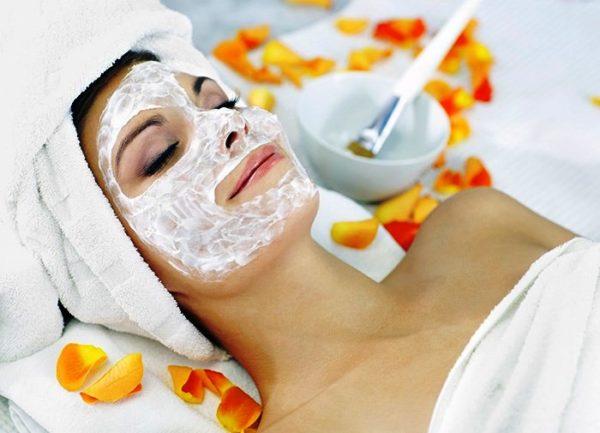 После процедуры желательно сделать питательно-смягчающую маску