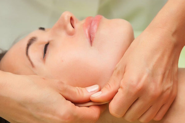 Щипковый массаж проводится после гигиенической чистки кожи