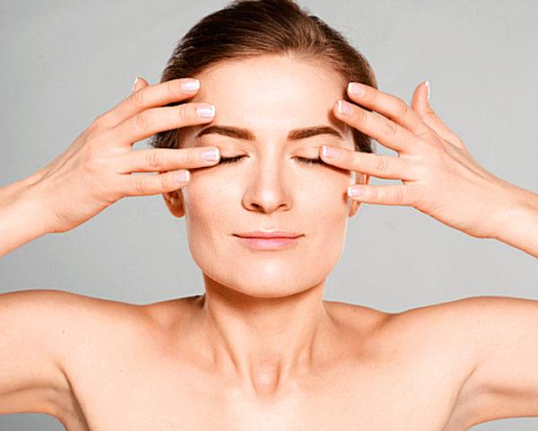 Правильно выполняемая гимнастика не только укрепит кожу вокруг глаз , но и улучшит зрение