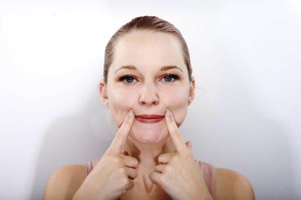 Упражнения против опускания уголков рта