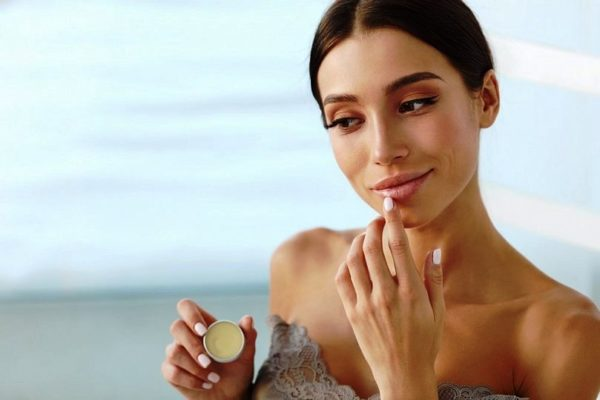 Как правильно ухаживать за губами
