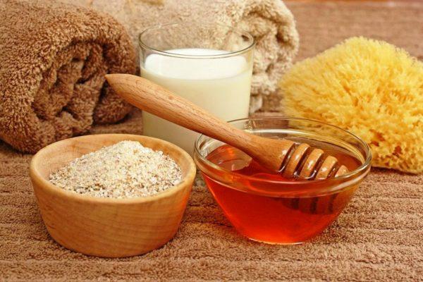 Толокняные маски насыщают кожу витаминами и действуют, как легкий пилинг