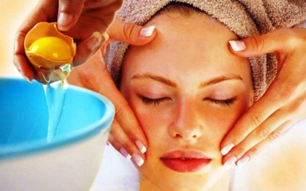 Маски, содержащие желток, хорошо питают кожу и разглаживают морщины
