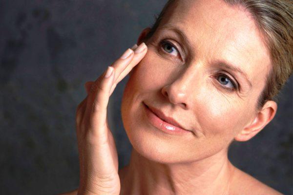 Чтобы замедлить процесс старения, необходим хороший уход за увядающей кожей лица