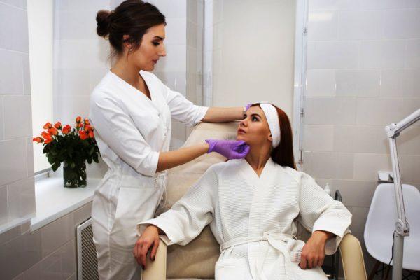 Регулярное посещение косметолога даст хорошие результаты в борьбе с гормональным старением