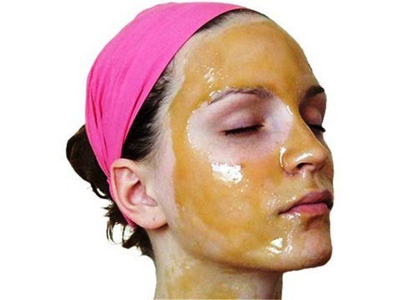 Делайте смягчающие процедуры по рецепту майонезной маски 2 -3 раза в неделю, и ваша кожа избавится от избыточной сухости и приобретет здоровый вид