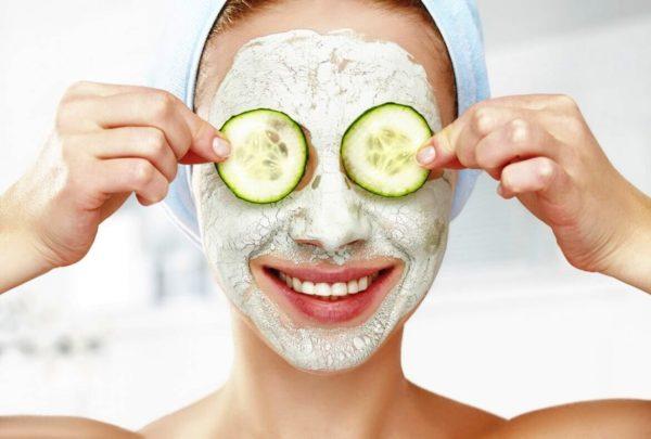 Если вы поставили цель – немного отбелить кожу, либо отдельные ее участки, то отбеливающие маски придется применять систематически, одновременно пользуясь солнцезащитными кремами