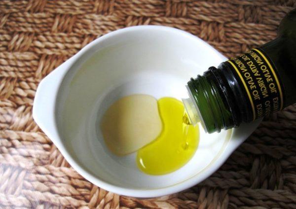 Если кожа пересушена, то в каждую смесь добавляйте оливковое масло