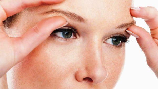 Самомассаж - укрепит кожу вокруг глаз и придаст я сность взгляду