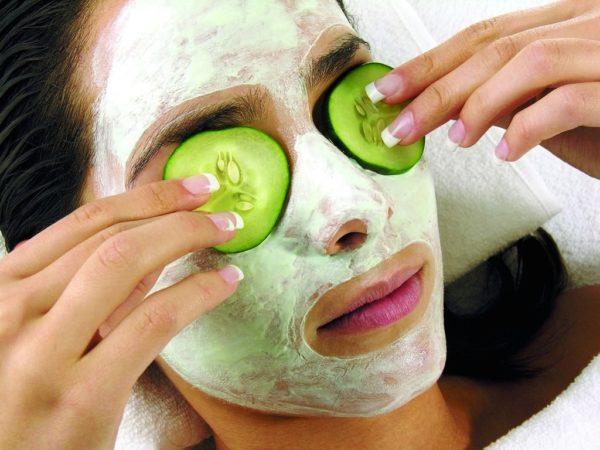 В домашних условиях можно самостоятельно приготовить увлажняющие маски для лица