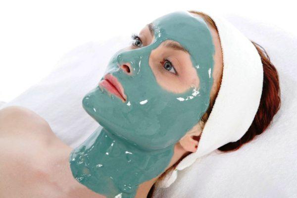 Регулярное применение аппликаций с альгинатом натрия для лица поможет повысить тургор кожи, улучшить цвет лица, уменьшить количество морщин