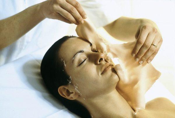 После застывания маска легко снимается, а ощущения после спа-процедуры довольно приятные: кожа лица становится прохладной, гладкой и хорошо увлажненной