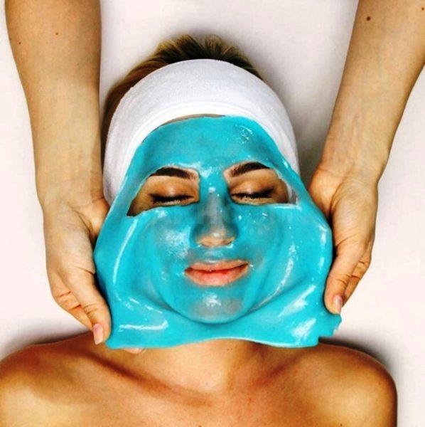При снятии маска забирает все, что сумеет вытянуть из слоев кожи. Именно поэтому она отличается мощным антиоксидантным и детокс-эффектом