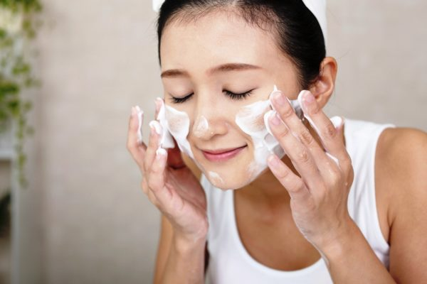 Тщательное очищение кожи - залог удачного использования маски