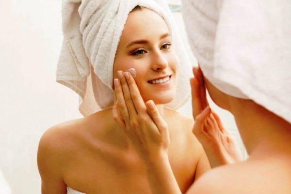 По окончании процедуры нанесите на лицо увлажняющий крем