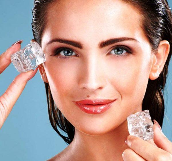 После того, как средство будет смыто водой, протереть кожные покровы кусочком льда. Такая манипуляция поможет порам быстрее закрыться и дополнительно освежит лицо