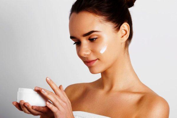 Ухаживая за кожей в 24 года и в гораздо старшем возрасте, стоит усвоить одну аксиому – абсолютно ВСЕ уходовые средства должны быть подобраны с учетом типа кожи