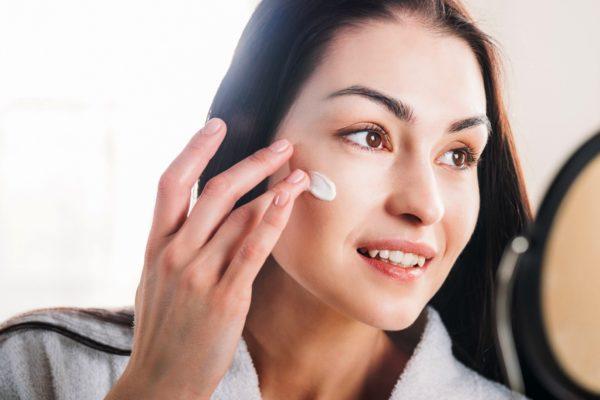 Для увлажнения кожи желательно использовать легкие кремы-гидратанты