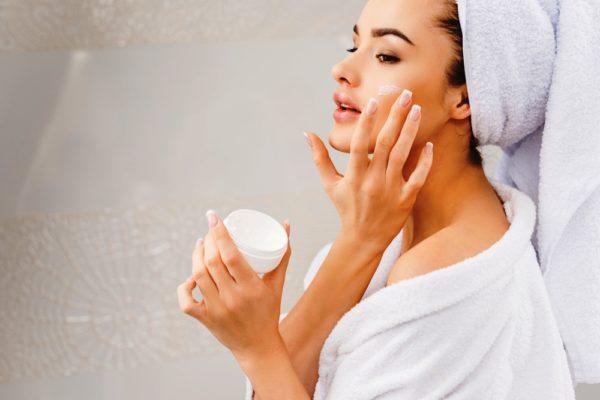 Помните, что питающее и увлажняющее средство для умывания должно наносится на очищенную кожу