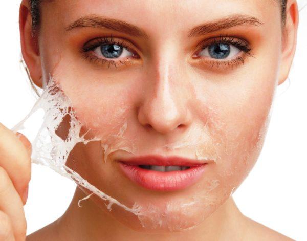 Гоммаж — крем-маска, который высыхает в тонкую пленку и снимается с лица уже вместе с частицами грязи и ороговевшей кожи. Проще говоря, это очень нежный, очищающий и обновляющий кожу пилинг. Применять гоммаж достаточно 1–2 раза в неделю