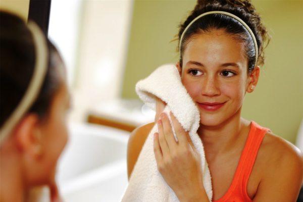 После умывания нужно промокнуть кожу полотенцем или дать подсохнуть без вытирания
