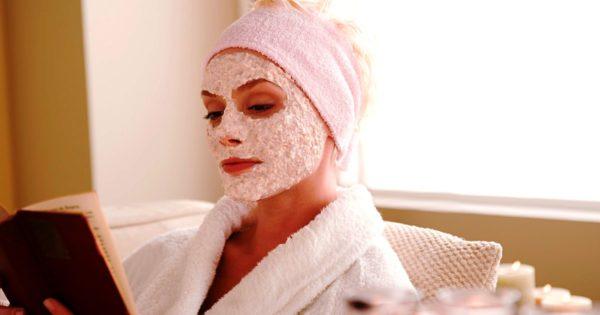 Любое из этих средств можно использовать для ежедневного ухода за увядающей кожей лица в домашних условиях