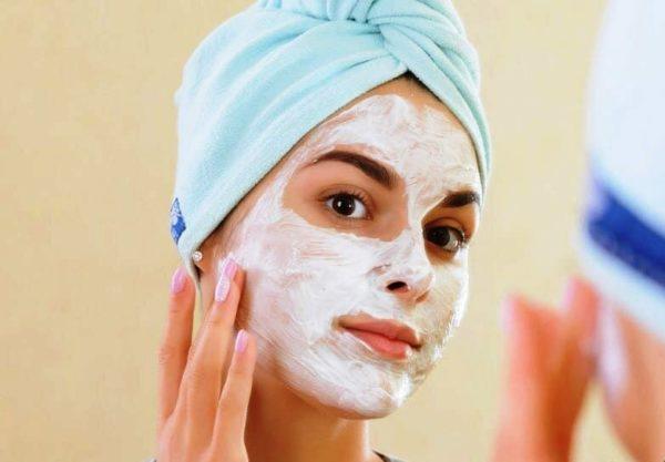 При использовании домашней косметики следует обязательно убедиться в отсутствии аллергической реакции к компонентам