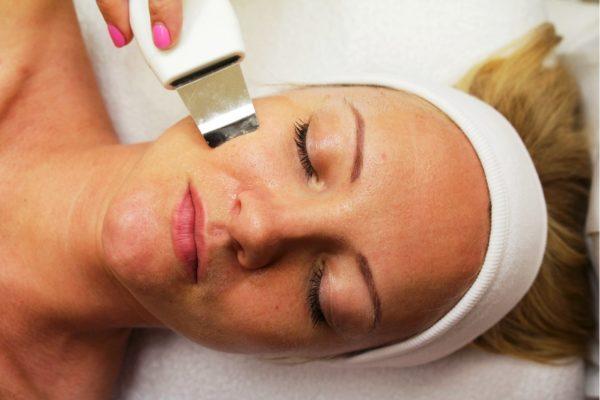 Результат ультразвуковой чистки – суженные поры, более ровная поверхность кожи