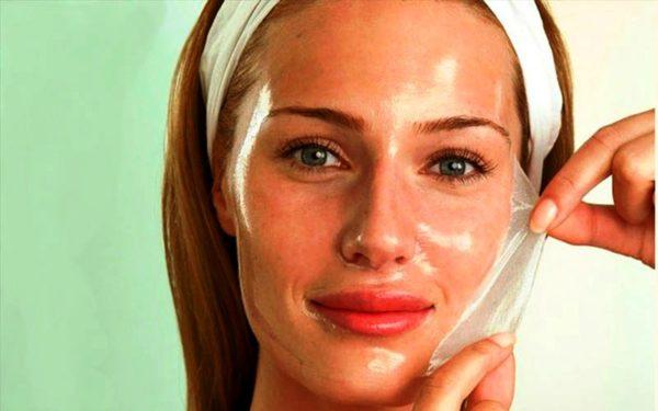 Желатиновая маска для лица, невероятный эффект которой обязательно проявится после ее применения, играет особую роль для женщин, привыкших сразу видеть и чувствовать изменения состояния кожи