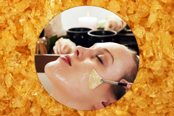 Желатин стягивает дерму, поэтому старайтесь не нарушать ее эластичность – после нанесения расслабьте лицевые мышцы и не пользуйтесь мимикой