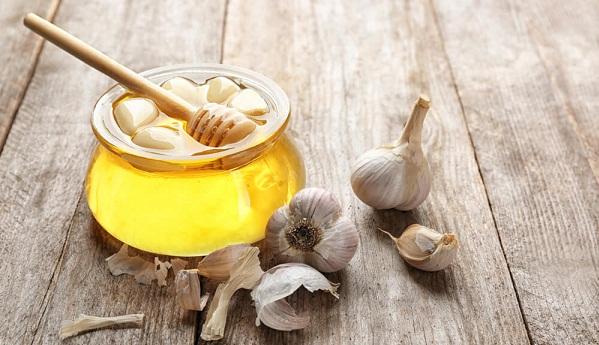 Маска на жидком меду с чесноком