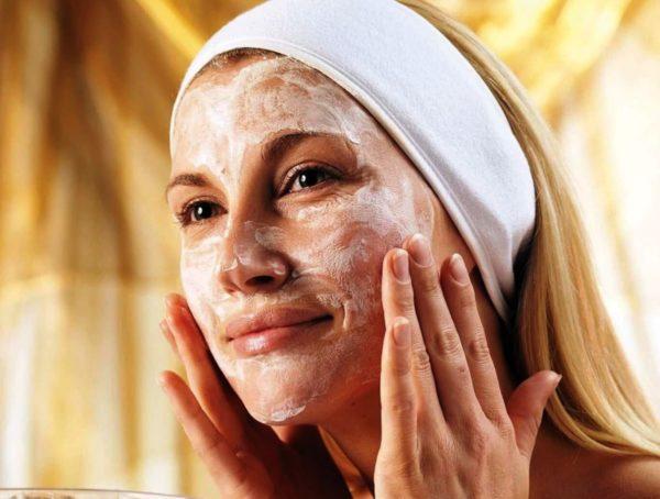Легкий пилинг лица подготовит кожу к нанесению маски и улучшит ее действие