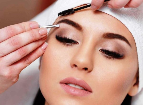 Коррекция бровей у косметолога