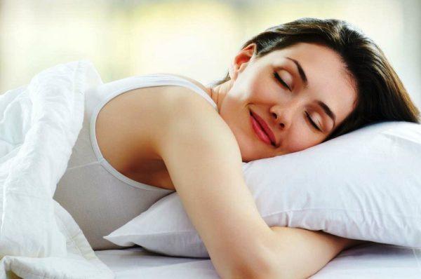 Кстати, здоровый крепкий сон также способствует поддержанию красоты кожи