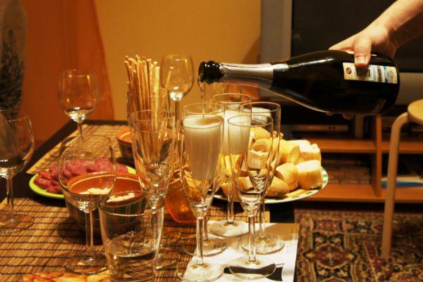 Правила подачи вина