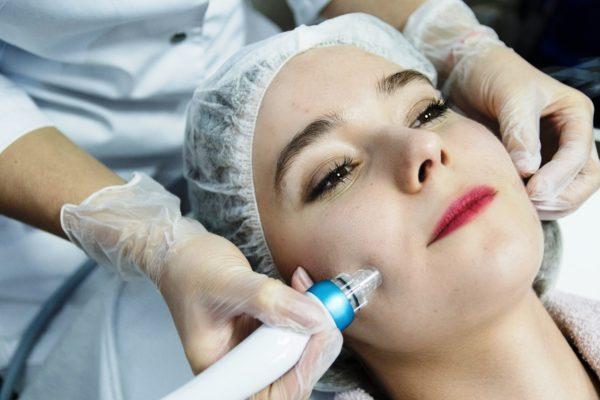 Процедура вакуумной чистки лица