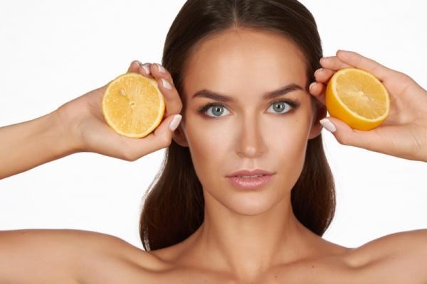 Когда можно и когда нельзя протирать лицо лимоном