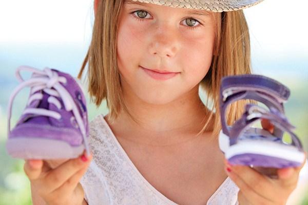 Выбор обуви для девочек на лето