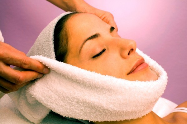 Контрастные компрессы для упругости кожи шеи