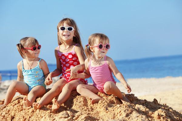 Купальники - обязательный летний атрибут летнего гардероба девочки