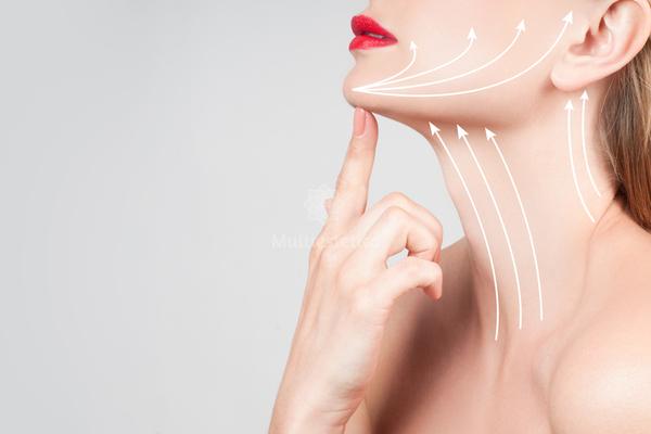Как правильно наносить маски и кремы на шею и зону декольте