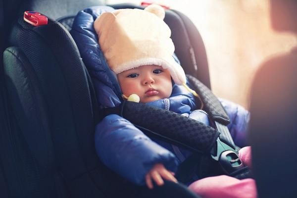 Зимняя одежда ребенок в автокресле