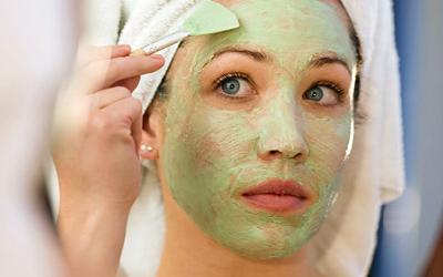 Маска с желатином и авокадо для увлажнения сухой кожи