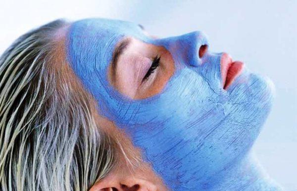 Более всего голубая глина подходит для ухода за жирной кожей лица